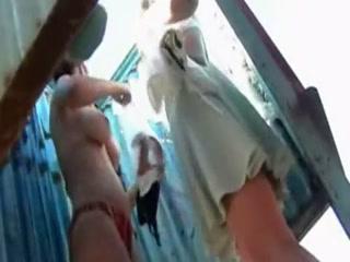 Голая девушка в сауне показывает пизду подруге, а потом ебется