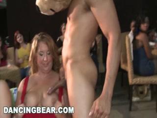 Сексуальные зрелые дамы с большими сиськами трахаются со всеми