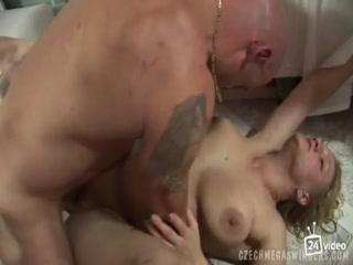Секс видео инцест двух лесбиянок в чулках на кровати дома
