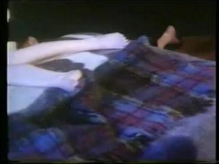 Порно видео лесбиянок со зрелыми мужчинами дома на диване в киску одной из них