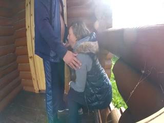 Секс видео, где парень трахает молодую девушку и кончает ей на лицо