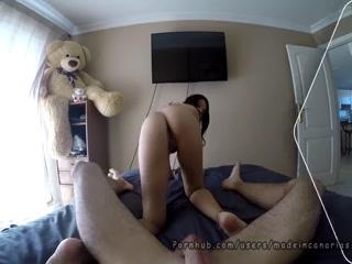 Порно видео с грудастой брюнеткой, которая любит сосать хуй