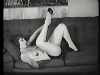 Зрелые женщины мастурбируют письки и трахаются с игрушками
