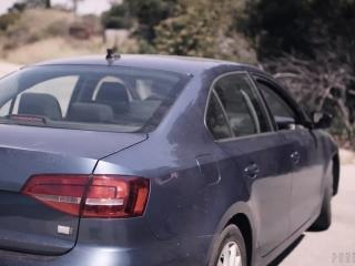 Брат трахает молодую сестренку в машине и кончает ей на лицо - порно инцест онлайн